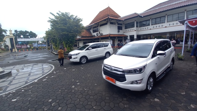 Mobil Dinas Gibran Rakabuming dan Wakilnya, Toyota Innova Warna Putih (12367)