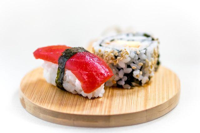 Gak Doyan, Warganet Ini Bongkar Sushi dan Memasaknya Jadi Lebih Kearifan Lokal (1242887)