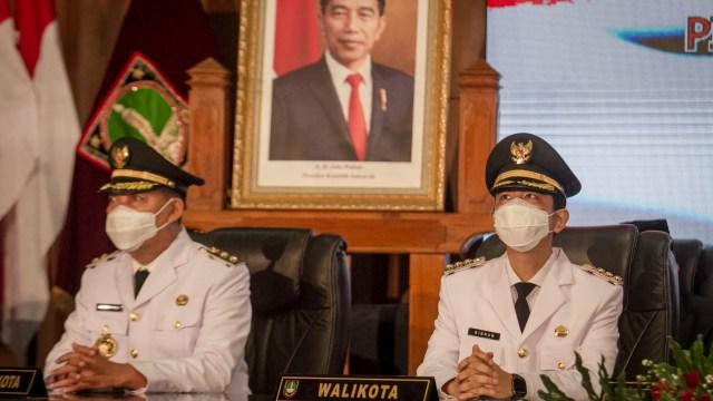 Pelantikan Gibran Jadi Walkot Solo: Jokowi Tak Hadir hingga Langsung Blusukan (692487)