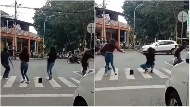 Viral 4 Remaja Asyik Joget di Lampu Merah Lumajang (102414)