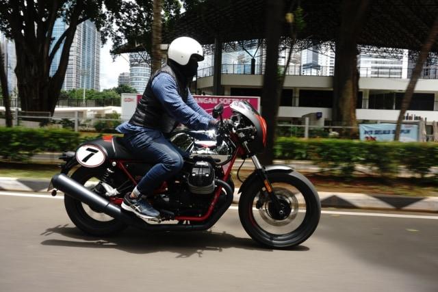 30 Menit Pertama Riding Moge Cafe Racer Moto Guzzi V7 III, Badan Auto Pegal? (22921)