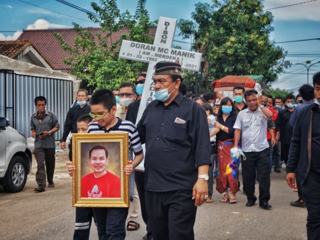 Tinggalkan 3 Orang Anak, Warga Lampung Korban Penembakan Oknum Polisi Dimakamkan (357659)