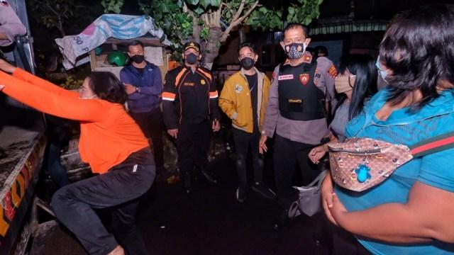Foto: Momen Gibran Blusukan Ikut Razia PSK Solo di Malam Minggu (142848)