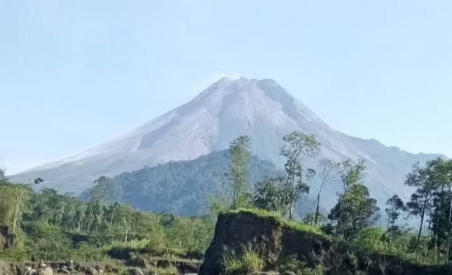 Sabtu Malam, Gunung Merapi Luncurkan Awan Panas Sejauh 1 Kilometer (22655)
