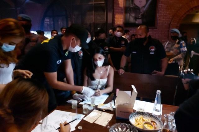 Satpol PP Tutup Kafe Brotherhood Tempat Millen Cyrus Ditangkap karena Narkoba (205336)