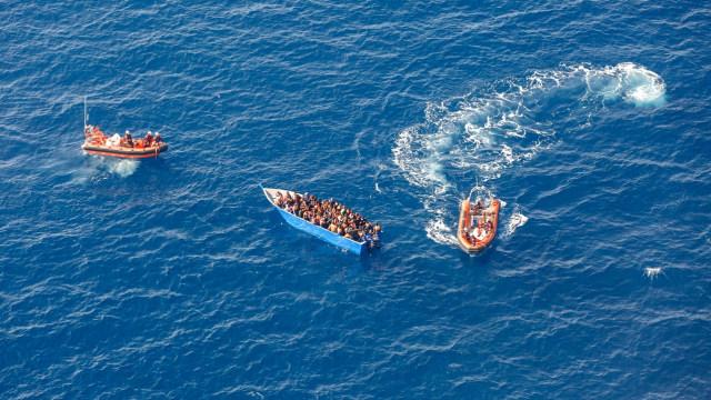 Tentara Tunisia Selamatkan 54 Migran yang Hampir Tenggelam di Laut Mediterania (168178)