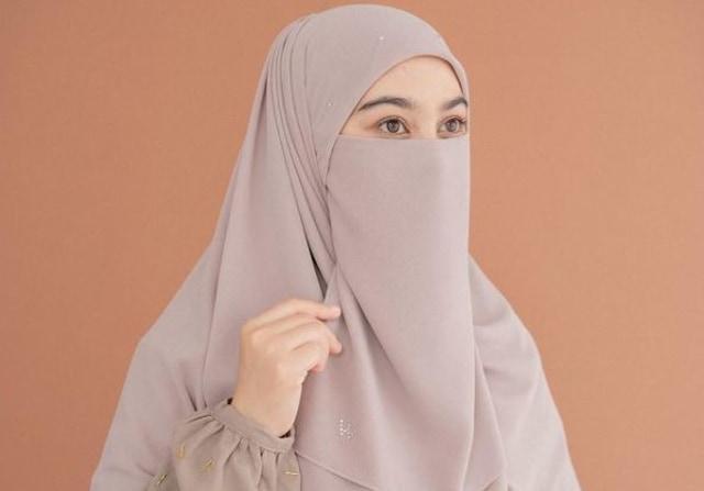 Profil Wardah Maulina, Istri Natta Reza yang Mengizinkan Suaminya Poligami (21020)