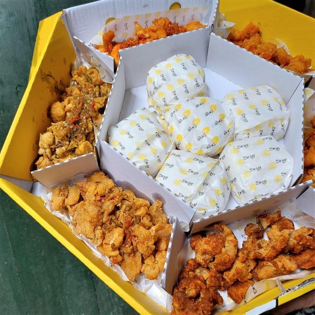 Kopi Kenangan Jualan Ayam Goreng Berlumur Saus dan Sambal, Seperti Apa Rasanya? (12575)