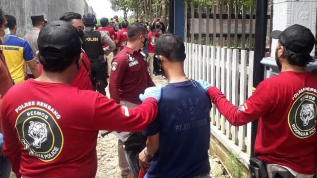 Ini Wajah Pelaku Pembunuhan Satu Keluarga Padepokan Seni di Rembang (160006)