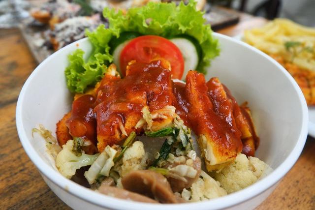 Merasakan Nongkrong dengan Konsep Garden Cafe di NL Coffee, Bandar Lampung (104218)