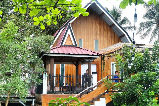 Merasakan Nongkrong dengan Konsep Garden Cafe di NL Coffee, Bandar Lampung (104208)