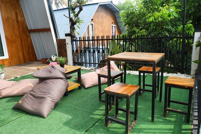 Merasakan Nongkrong dengan Konsep Garden Cafe di NL Coffee, Bandar Lampung (104210)