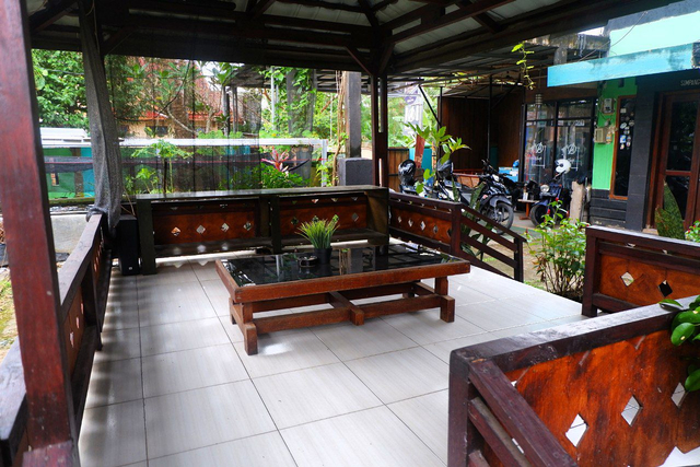 Merasakan Nongkrong dengan Konsep Garden Cafe di NL Coffee, Bandar Lampung (104212)