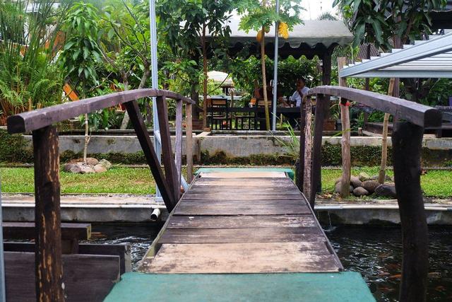 Merasakan Nongkrong dengan Konsep Garden Cafe di NL Coffee, Bandar Lampung (104211)