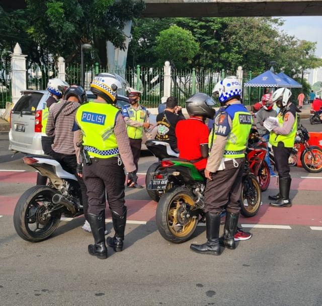 Saat Konvoi Harley Davidson Juga Kena Tilang karena Langgar Aturan (49597)