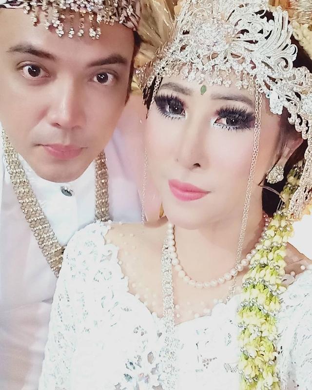 Menikah dengan Henny Mona, Sandy Tumiwa Lepas Status Duda (536252)