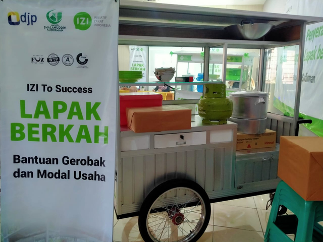 Inisiatif Zakat Indonesia & DKM Shalahudin Sudirman Bantu UMKM Saat Pandemi (7321)