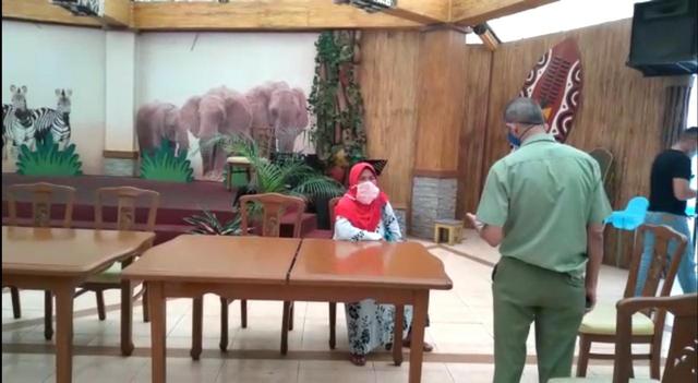 Kabar Pelempar Sampah ke Kuda Nil: Minta Maaf hingga Diperiksa Polisi (69064)