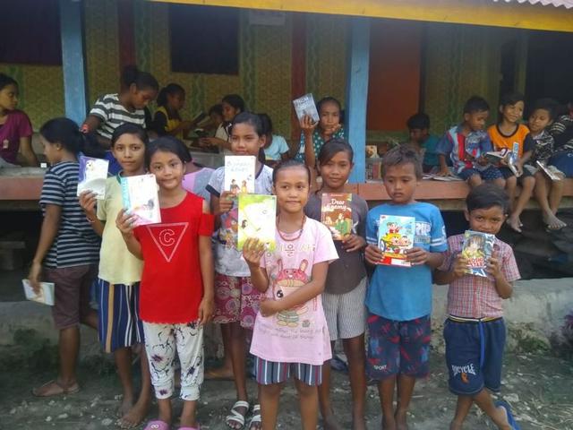 Bukuku Bukumu Project Kirimkan Buku untuk Anak-anak di Sumba Barat (142509)