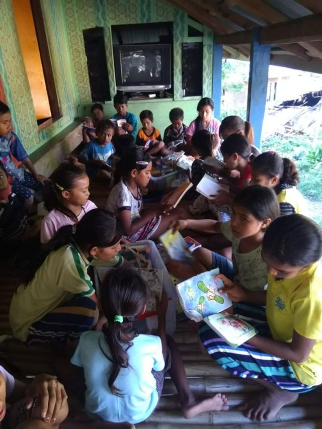 Bukuku Bukumu Project Kirimkan Buku untuk Anak-anak di Sumba Barat (142510)