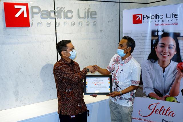 Pacific Life Insurance Donasikan CSR ke Taman Bacaan Lentera Pustaka (225188)
