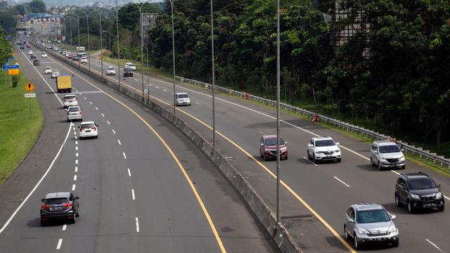 Berita Menarik: Melaju Bahu Jalan Tak Lagi Disetop; Penyebab Ban Motor Geal-geol (4692)