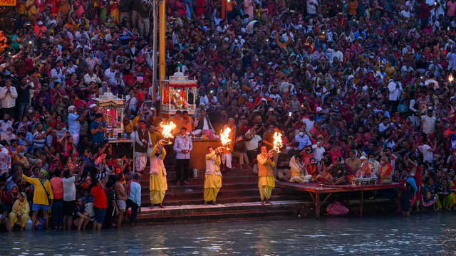 Menilik Sungai Gangga, Tempat Suci yang Jadi Rumah Bagi Jenazah di India (89284)