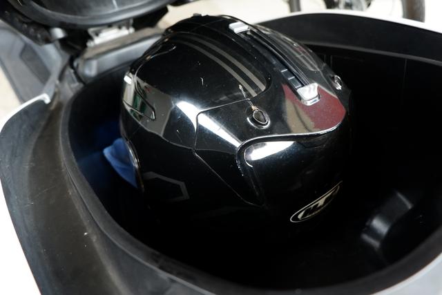 DIY Otomotif: Kiat Taruh Helm Full Face Bebas Lecet di Bagasi Yamaha NMax (206504)