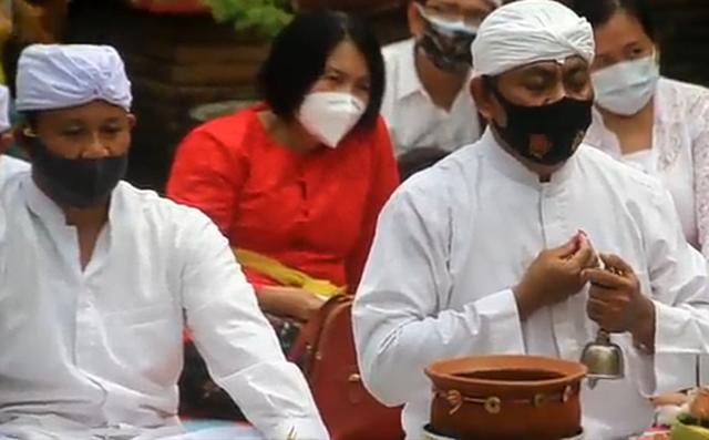 Jalani Ritual Pecaruan, Umat Hindu di Cirebon Sambut Pergantian Tahun Baru Saka (218098)