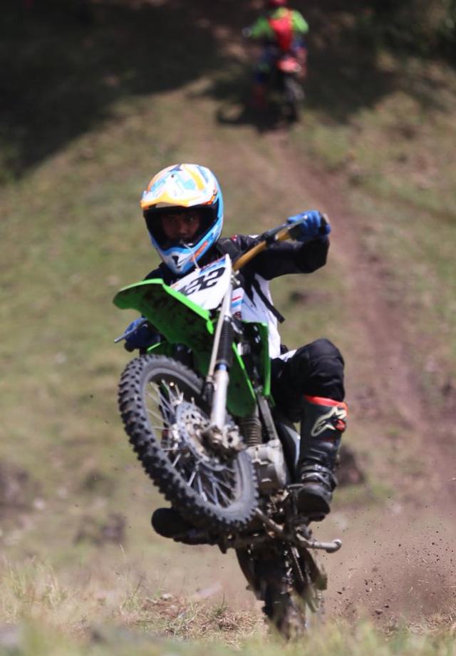 Foto: Aksi Pemotor Trail Uji Adrenalin di Paxco Aceh Full Day Adventure (318545)