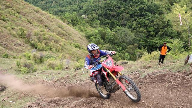 Foto: Aksi Pemotor Trail Uji Adrenalin di Paxco Aceh Full Day Adventure (318549)