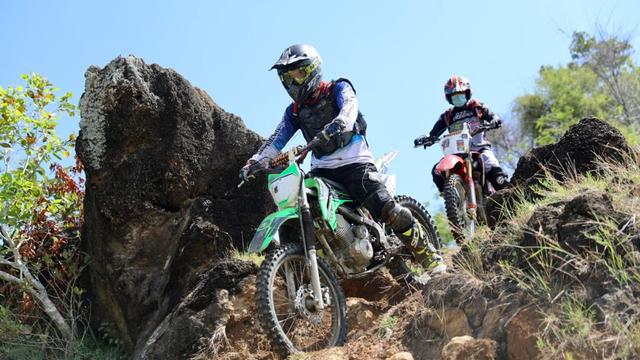 Foto: Aksi Pemotor Trail Uji Adrenalin di Paxco Aceh Full Day Adventure (318550)