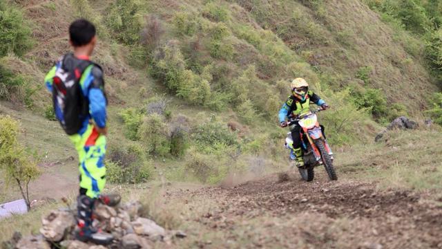 Foto: Aksi Pemotor Trail Uji Adrenalin di Paxco Aceh Full Day Adventure (318552)