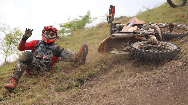 Foto: Aksi Pemotor Trail Uji Adrenalin di Paxco Aceh Full Day Adventure (318555)