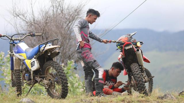 Foto: Aksi Pemotor Trail Uji Adrenalin di Paxco Aceh Full Day Adventure (318557)