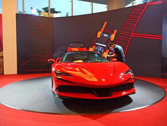 Ferrari SF90 Stradale Meluncur di Indonesia, Supercar PHEV Bertenaga 986 Dk (374799)