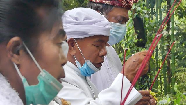 Umat Hindu di Lereng Merbabu Gelar Melasti Secara Sederhana (258304)