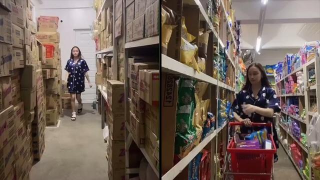 Sedang Bosan, Perempuan Crazy Rich Pamer Supermarket Pribadi di Rumahnya (58487)