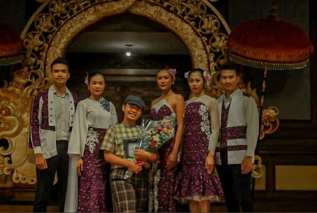 Kisah Inspiratif Krisna, Tuna Daksa yang Bergelut di Dunia Fashion Designer (60948)