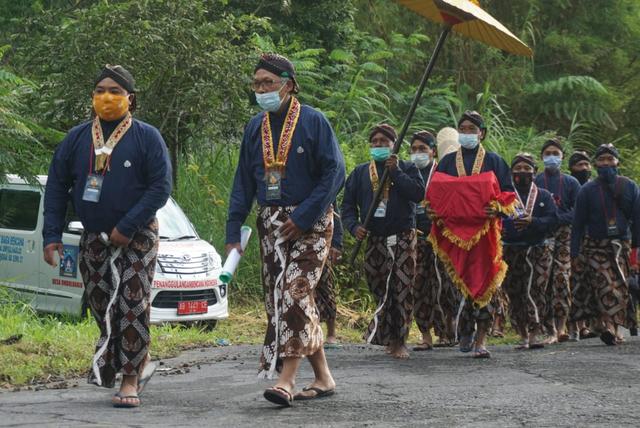 Abdi Dalem Keraton Yogyakarta Temukan Kerangka Manusia Saat Labuhan Merapi (37817)