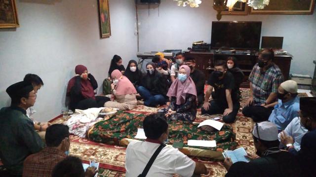 Begini Suasana Kelabu Rumah Duka Anton Medan di Cibinong Bogor  (489064)