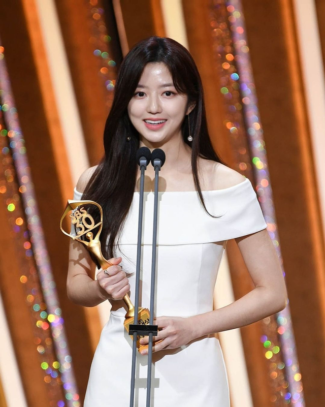 Profil Kim Hyun Soo, Pemeran Bae Ro Na di Drama Korea The Penthouse (367386)