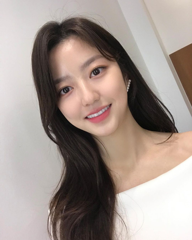 Profil Kim Hyun Soo, Pemeran Bae Ro Na di Drama Korea The Penthouse (367384)