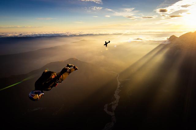 Foto: Game of SKATE Versi Udara dari Bintang Skydiving dan Pilot Balap (63727)