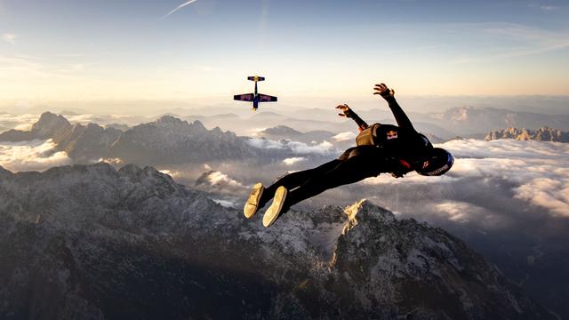 Foto: Game of SKATE Versi Udara dari Bintang Skydiving dan Pilot Balap (63728)
