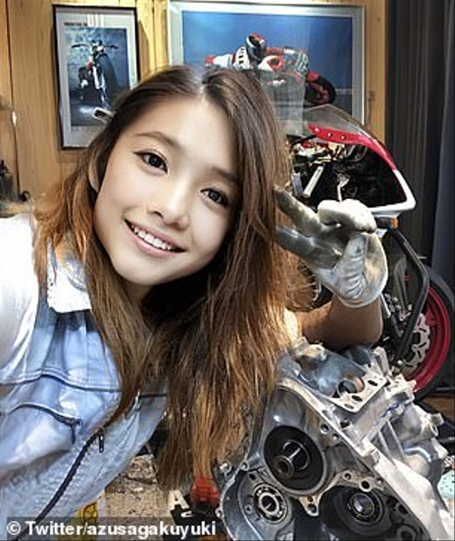 Biker Cantik dari Jepang Bikin Heboh Netizen, Ternyata Seorang Pria 50 Tahun (34281)
