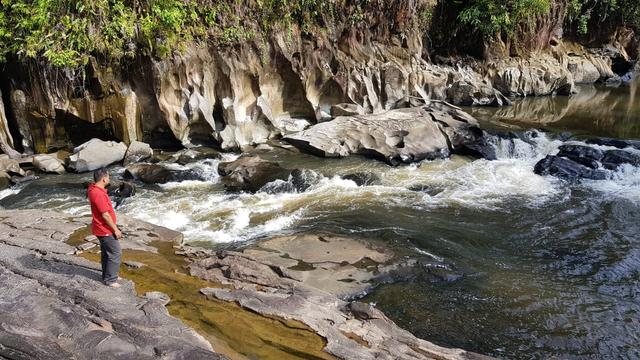 Kisah di Balik Kolam Wisata Bunga Lita dan Situs Batu Babi di Kapuas Hulu (851649)