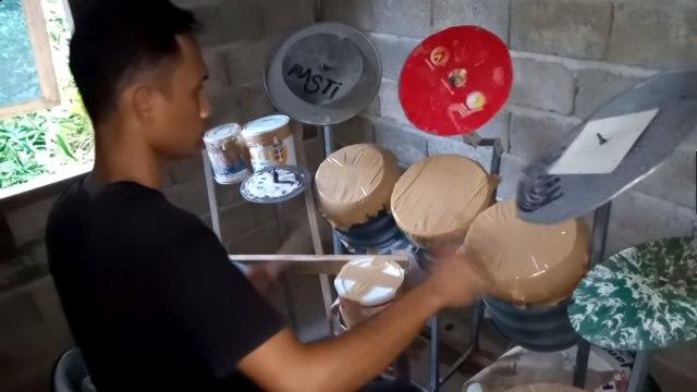Deden Noy, Penabuh Drum dari Ember Bekas Dikontak Tama Drum & Sabian Simbal (441165)