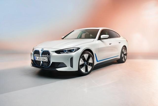 Perkenalkan, Mobil Listrik BMW i4! (381560)