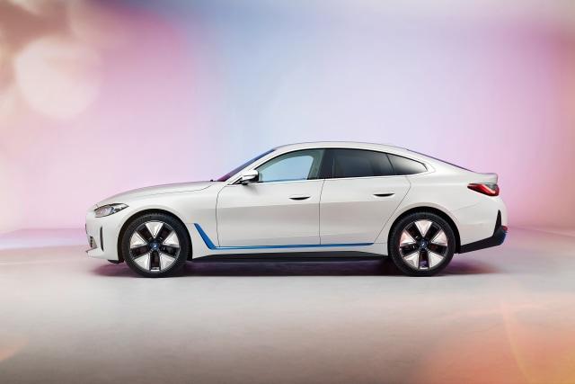 Perkenalkan, Mobil Listrik BMW i4! (381561)